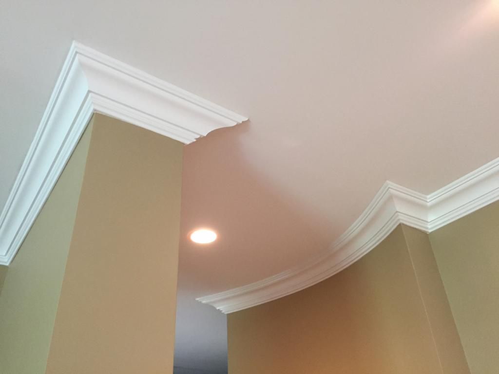гибкий плинтус для натяжного потолка